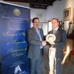 Pasqualino Bongiovanni riceve il Premio Professionisti di Calabria nel Mondo – Castello G. Murat – Pizzo – 2012 (Filippo Maria Aliquò e Pasqualino Bongiovanni)
